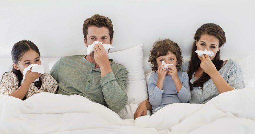 Familia afectada por la humedad